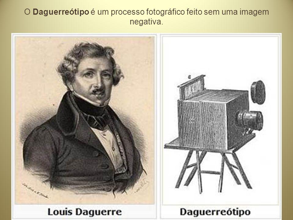 Louis Jacques Mandé Daguerre (1787-1851) e o processo da fotografia Desenvolveu experiências que consistiam em expor, na câmera escura, placas de cobre recobertas com prata polida e sensibilizadas sobre o vapor de iodo, formando uma capa de iodeto de prata sensível à luz.