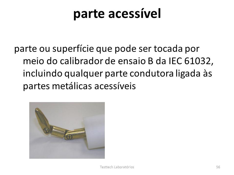 parte acessível parte ou superfície que pode ser tocada por meio do calibrador de ensaio B da IEC 61032, incluindo qualquer parte condutora ligada às