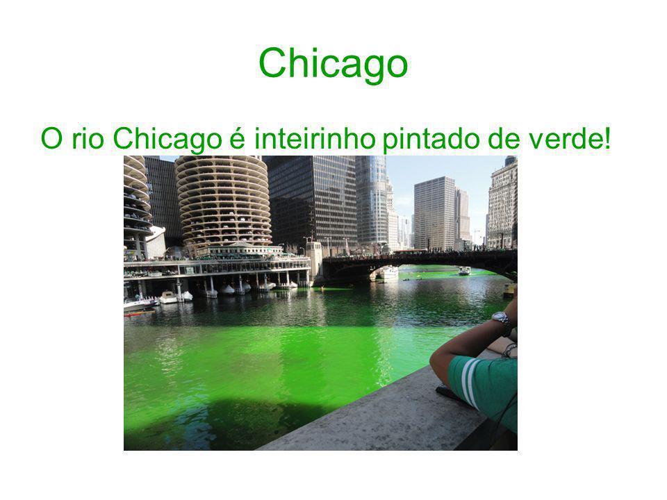 Chicago O rio Chicago é inteirinho pintado de verde!
