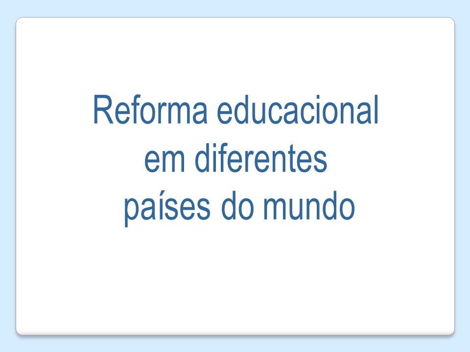 Crianças com dificuldade de aprendizagem recebem um tratamento especializado com um professor assistente.