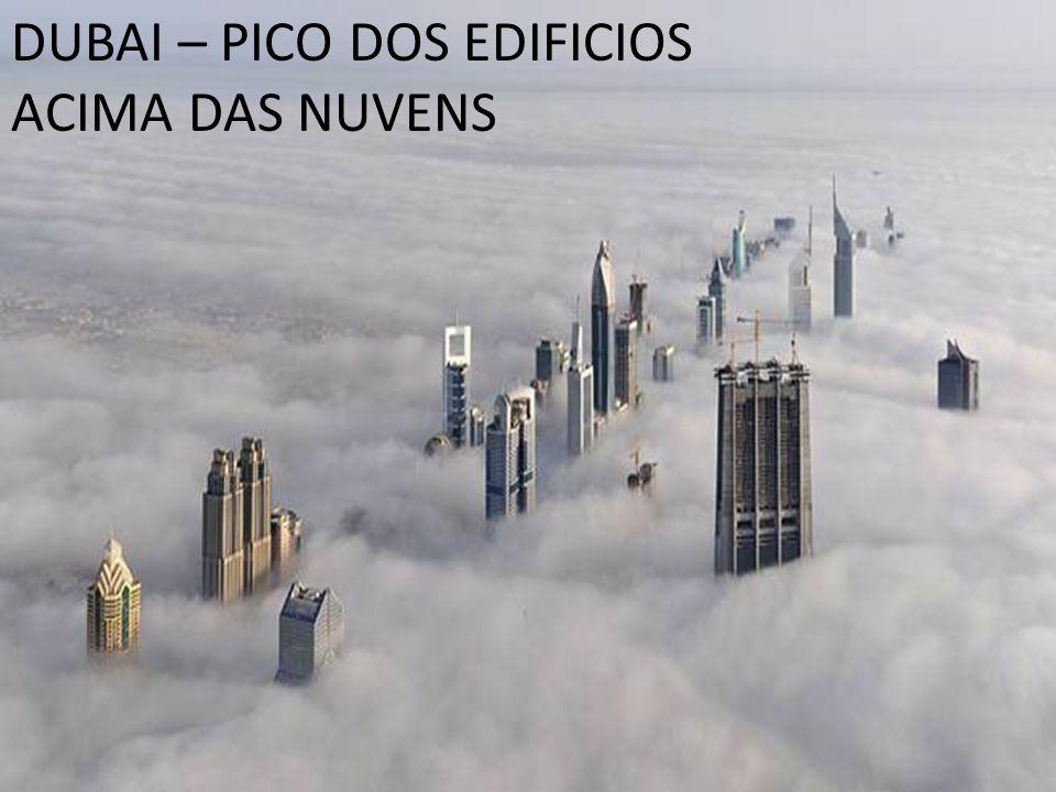 DUBAI – PICO DOS EDIFICIOS ACIMA DAS NUVENS