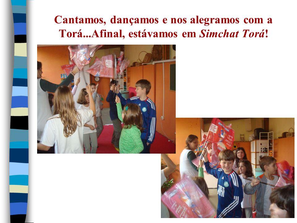 Cantamos, dançamos e nos alegramos com a Torá...Afinal, estávamos em Simchat Torá!