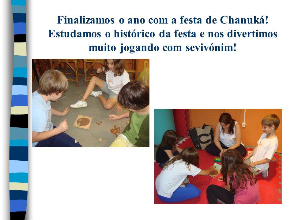 Finalizamos o ano com a festa de Chanuká! Estudamos o histórico da festa e nos divertimos muito jogando com sevivónim!