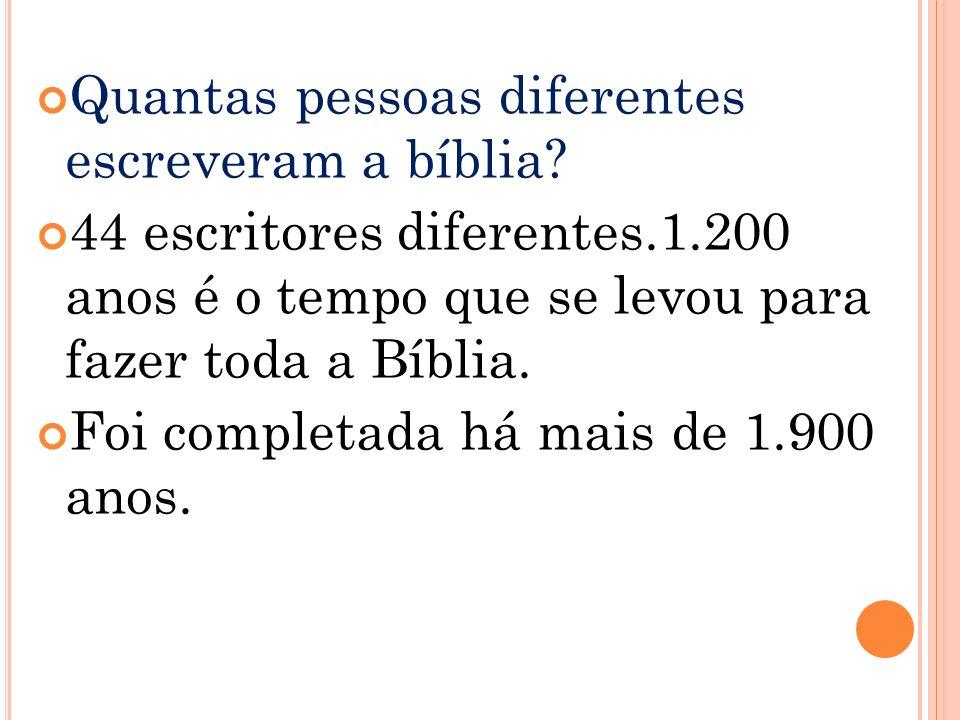 Quantas pessoas diferentes escreveram a bíblia.