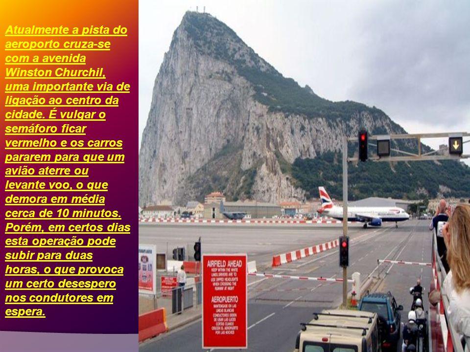 O aeroporto de Gibraltar é um caso extremo: localiza-se no coração da cidade e, além de tudo o resto, provoca um congestionamento de trânsito bem real
