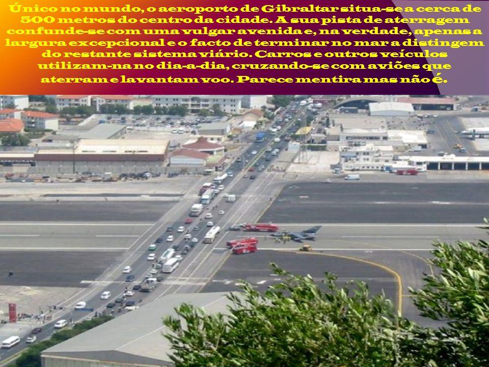 Atualmente a pista do aeroporto cruza-se com a avenida Winston Churchil, uma importante via de ligação ao centro da cidade. É vulgar o semáforo ficar
