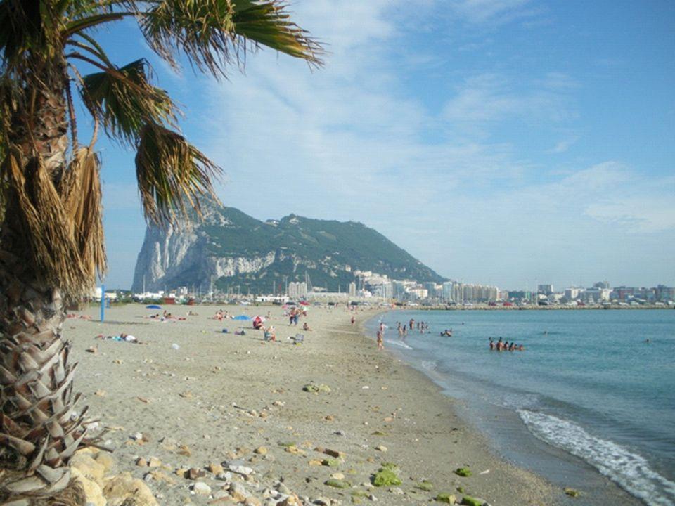 Ao longo dos séculos mais de uma centena de cavernas foram exploradas no Rochedo de Gibraltar.