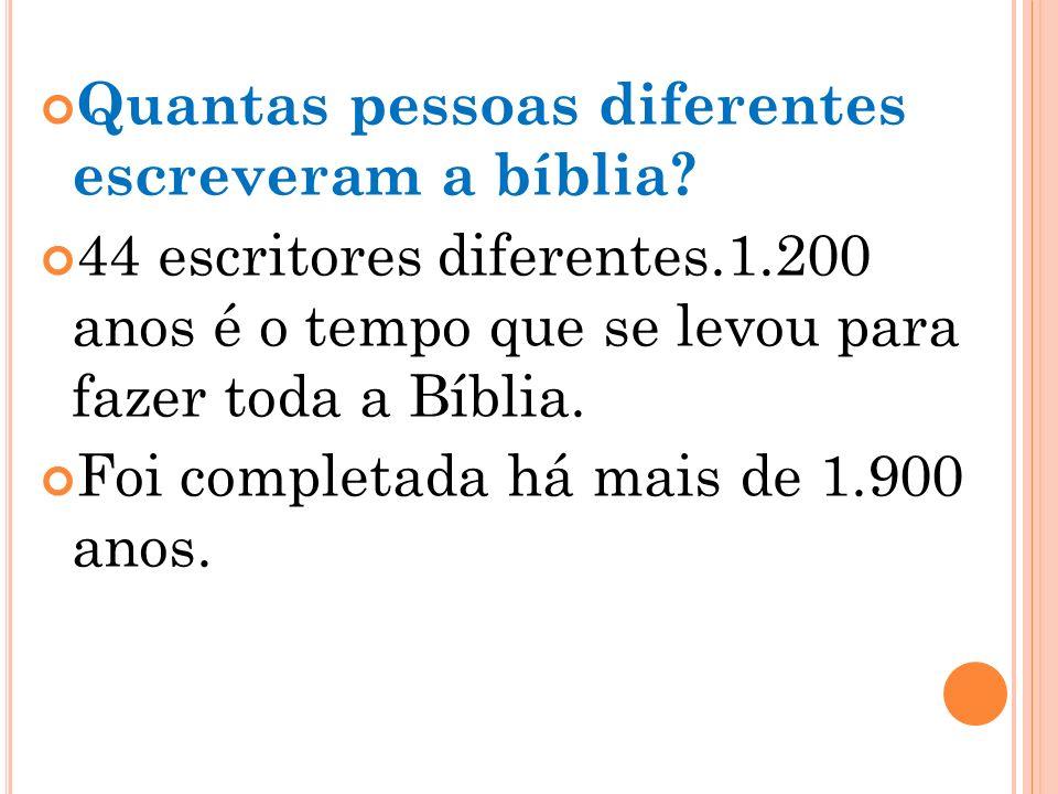 De quantos livros a Bíblia é formada? Para os católicos a Bíblia é composta de 73 livros, sendo 46 do Antigo Testamento e 27 do Novo. A Bíblia dos pro