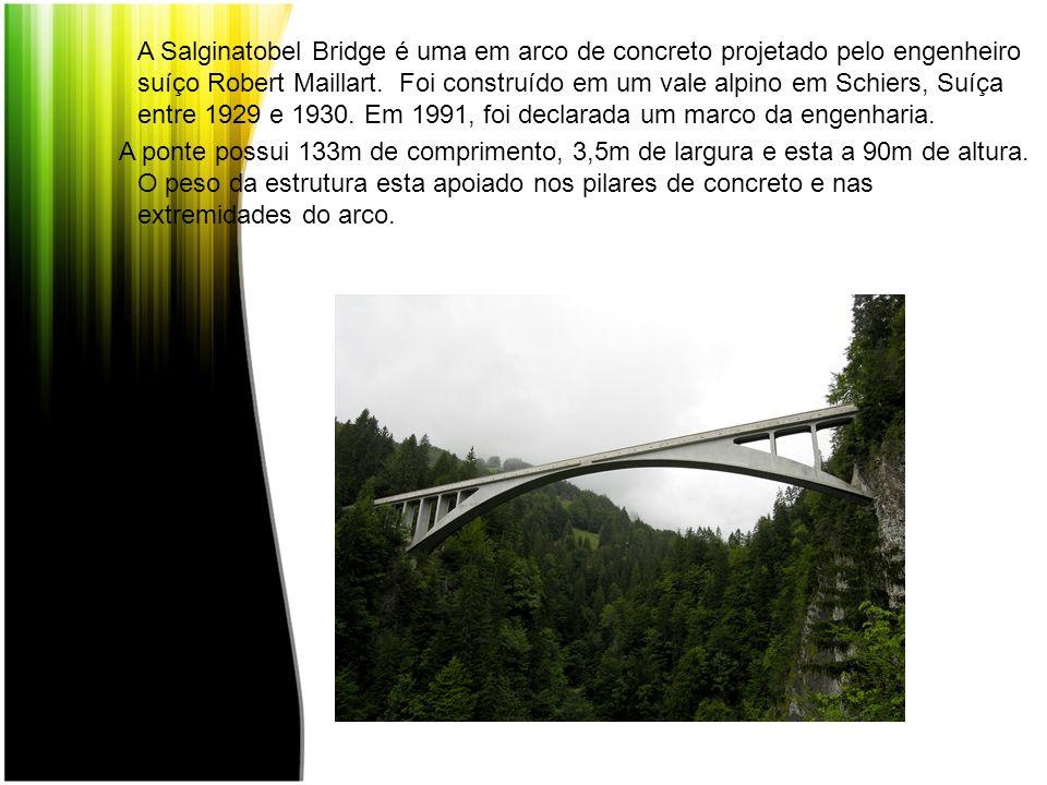 A Salginatobel Bridge é uma em arco de concreto projetado pelo engenheiro suíço Robert Maillart. Foi construído em um vale alpino em Schiers, Suíça en