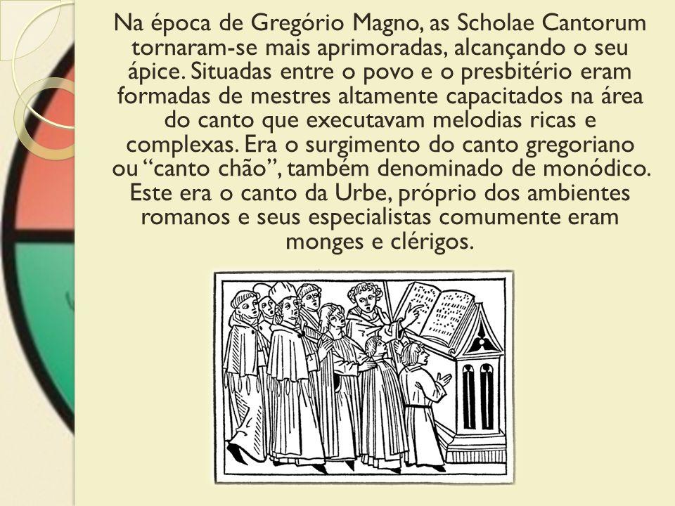 Na época de Gregório Magno, as Scholae Cantorum tornaram-se mais aprimoradas, alcançando o seu ápice. Situadas entre o povo e o presbitério eram forma