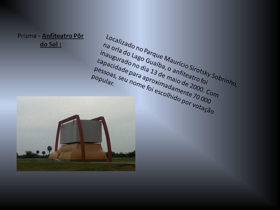 Localizado no Parque Maurício Sirotsky Sobrinho, na orla do Lago Guaíba, o anfiteatro foi inaugurado no dia 13 de maio de 2000. Com capacidade para ap