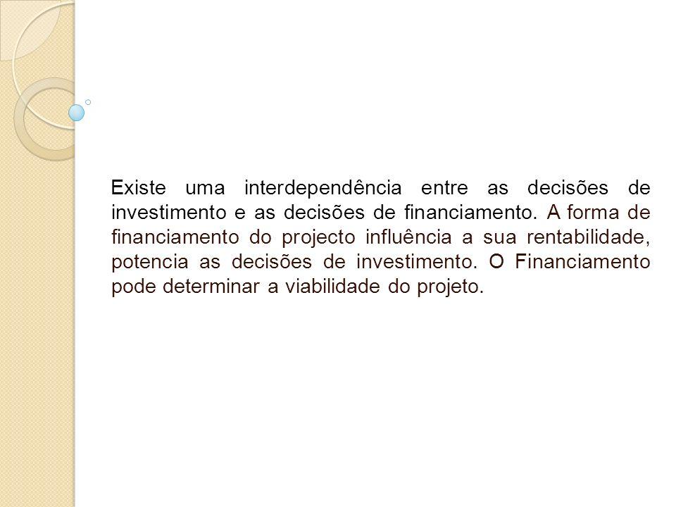 Existe uma interdependência entre as decisões de investimento e as decisões de financiamento. A forma de financiamento do projecto influência a sua re
