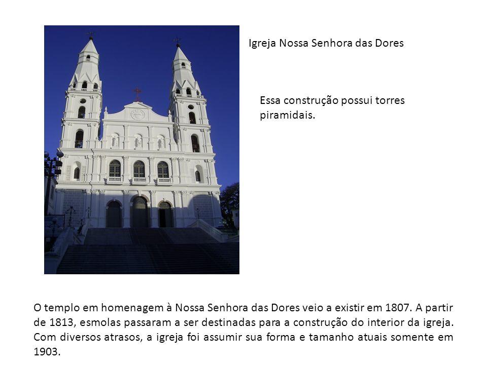Igreja Nossa Senhora das Dores Essa construção possui torres piramidais. O templo em homenagem à Nossa Senhora das Dores veio a existir em 1807. A par