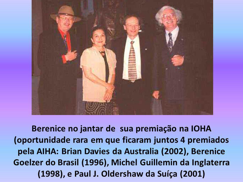 Berenice no jantar de sua premiação na IOHA (oportunidade rara em que ficaram juntos 4 premiados pela AIHA: Brian Davies da Australia (2002), Berenice