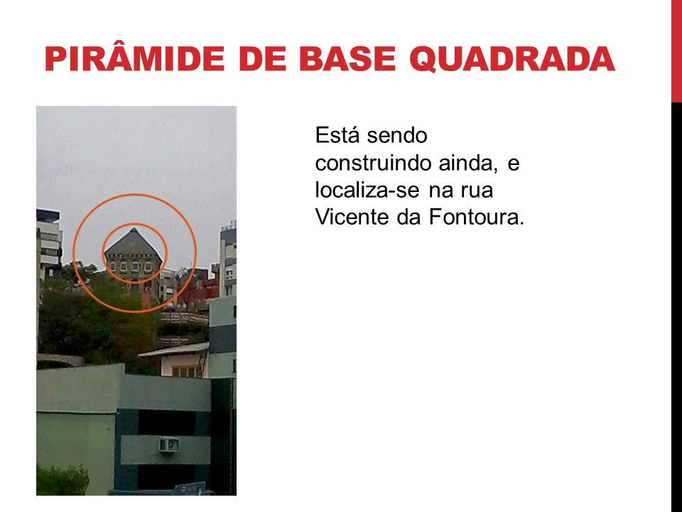 PIRÂMIDE DE BASE QUADRADA Casa antiga, localizada na rua Lucas de Oliveira antes da Protásio.