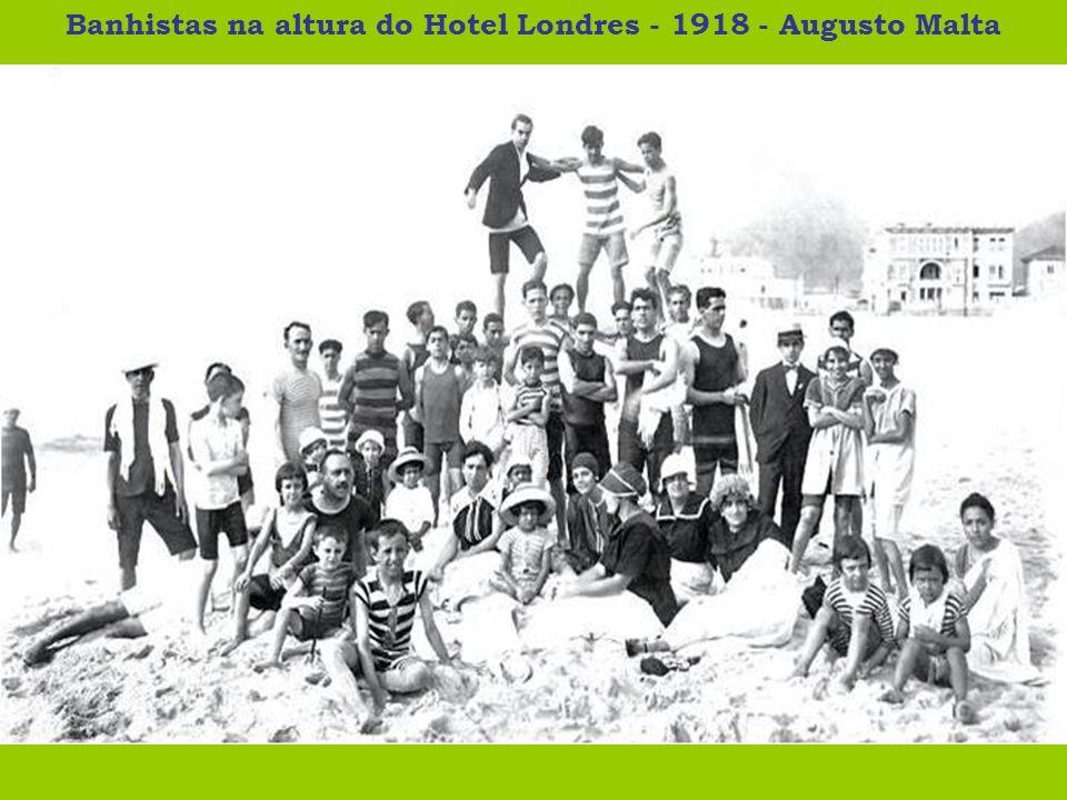 Banhistas na altura do Hotel Londres - 1918 - Augusto Malta