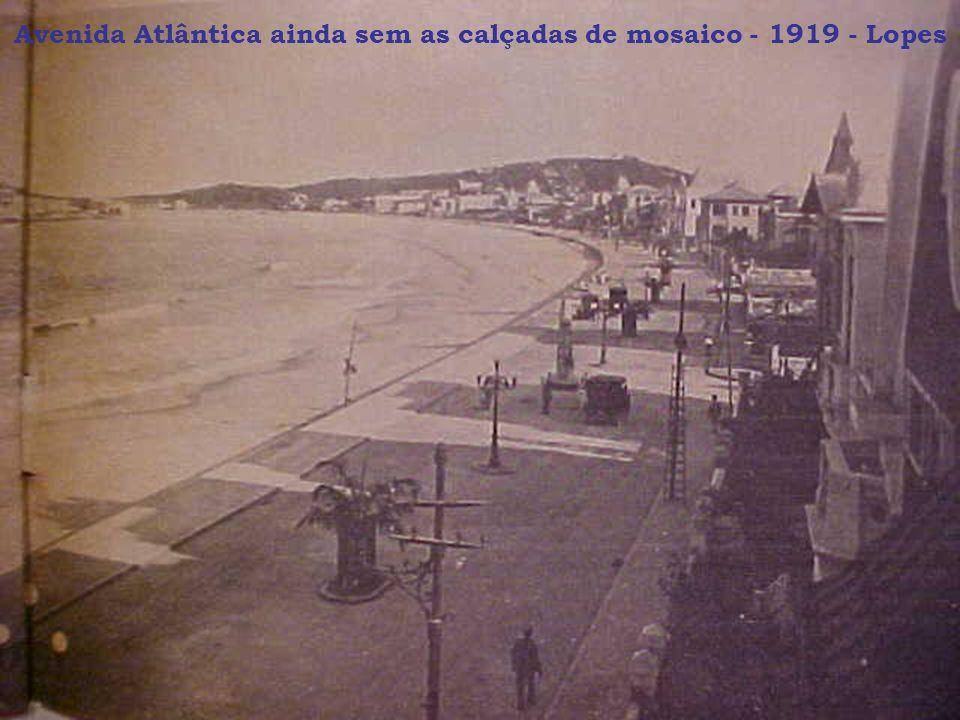Avenida Atlântica ainda sem as calçadas de mosaico - 1919 - Lopes