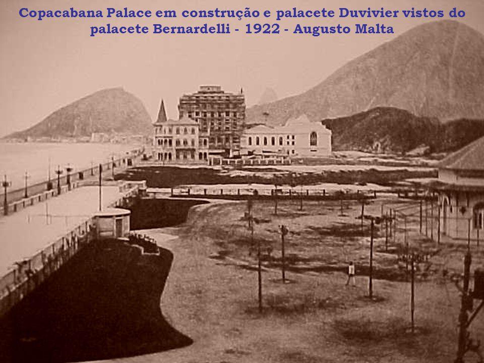 Copacabana Palace em construção e palacete Duvivier vistos do palacete Bernardelli - 1922 - Augusto Malta