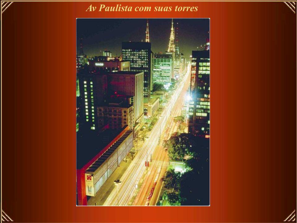 Av Paulista com suas torres