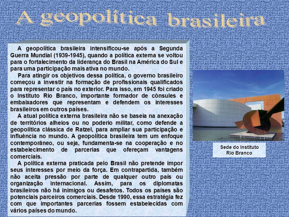 A geopolítica brasileira intensificou-se após a Segunda Guerra Mundial (1939-1945), quando a política externa se voltou para o fortalecimento da lider