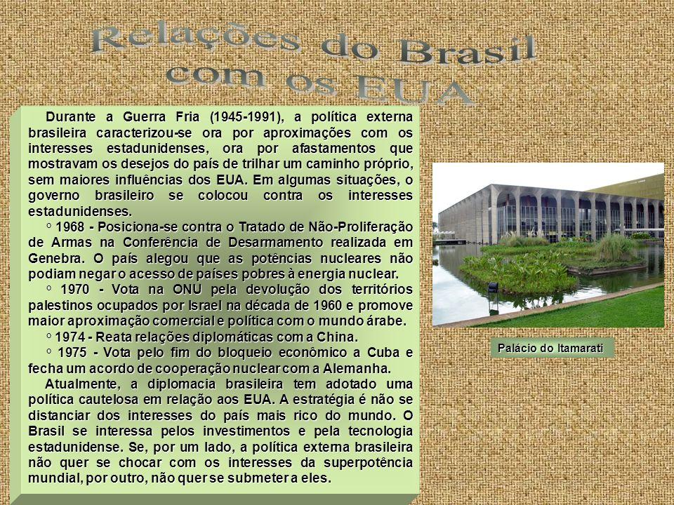 Durante a Guerra Fria (1945-1991), a política externa brasileira caracterizou-se ora por aproximações com os interesses estadunidenses, ora por afasta