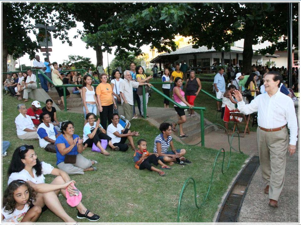 Dique do Tororó - 13 dezembro Divaldo, no belíssimo cenário do Dique de Tororó, perante um público de mais de 3 mil pessoas, falou sobre o Amor, na sua plenitude, tal como Jesus ensinou e exemplificou para a Humanidade.