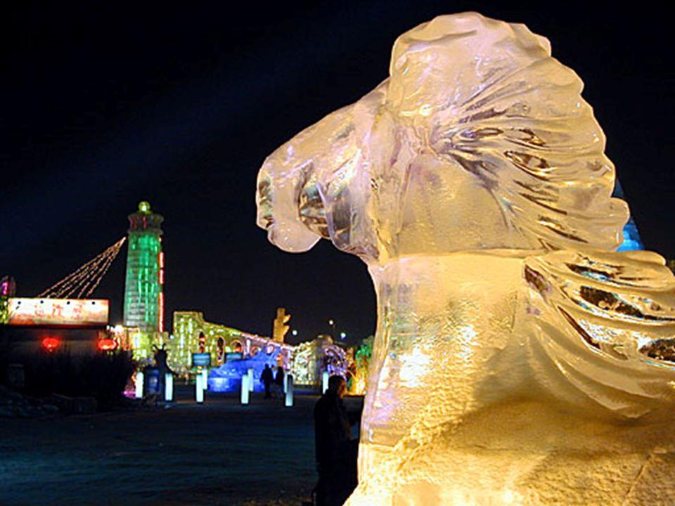 O festival é mais uma exibição de arte, na qual o festival de gelo é um reflexo da arquitetura.