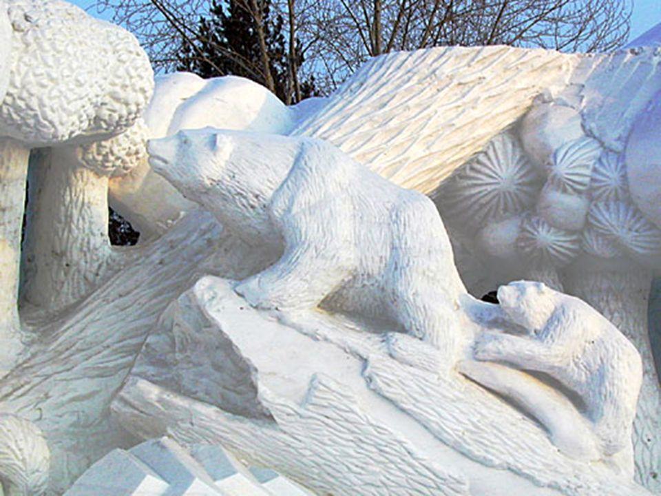 A realização de esculturas de neve e gelo tem sua origem já nos tempos de Manchu, mas a primeira exposição foi realizada pela primeira vez em 1963. O