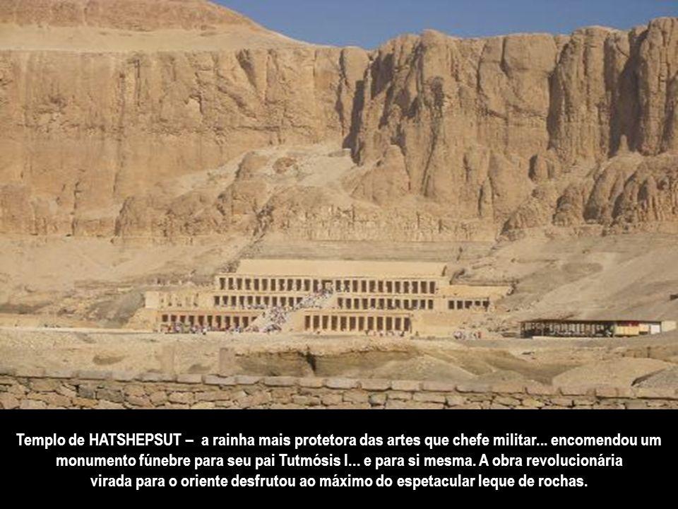 São vários túmulos no Vale dos Reis. O mais fascinante pela riqueza da ourivesaria é o de Thot-Ank-Amon. O sarcófago áureo do faraó que morreu com 18