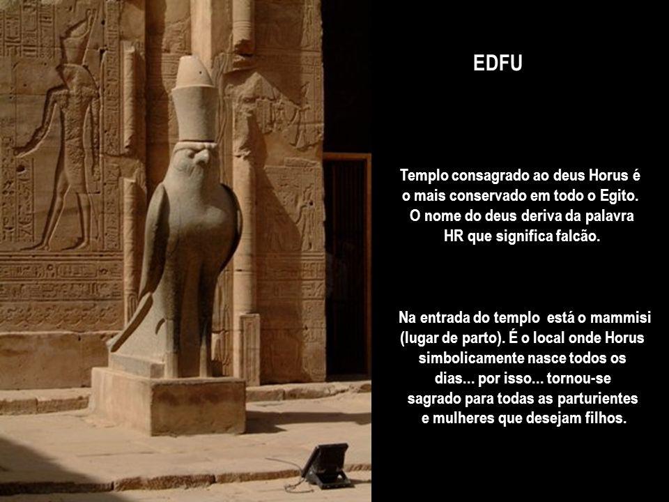 Templo de HATSHEPSUT – a rainha mais protetora das artes que chefe militar... encomendou um monumento fúnebre para seu pai Tutmósis I... e para si mes