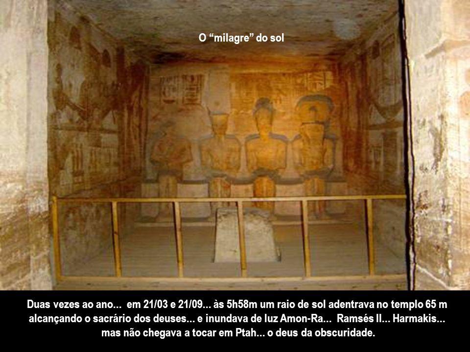 A fachada do grande templo... os santuários e demais compartimentos são de uma beleza de tirar o fôlego. Há nas paredes e nas cúpulas... uma quantidad