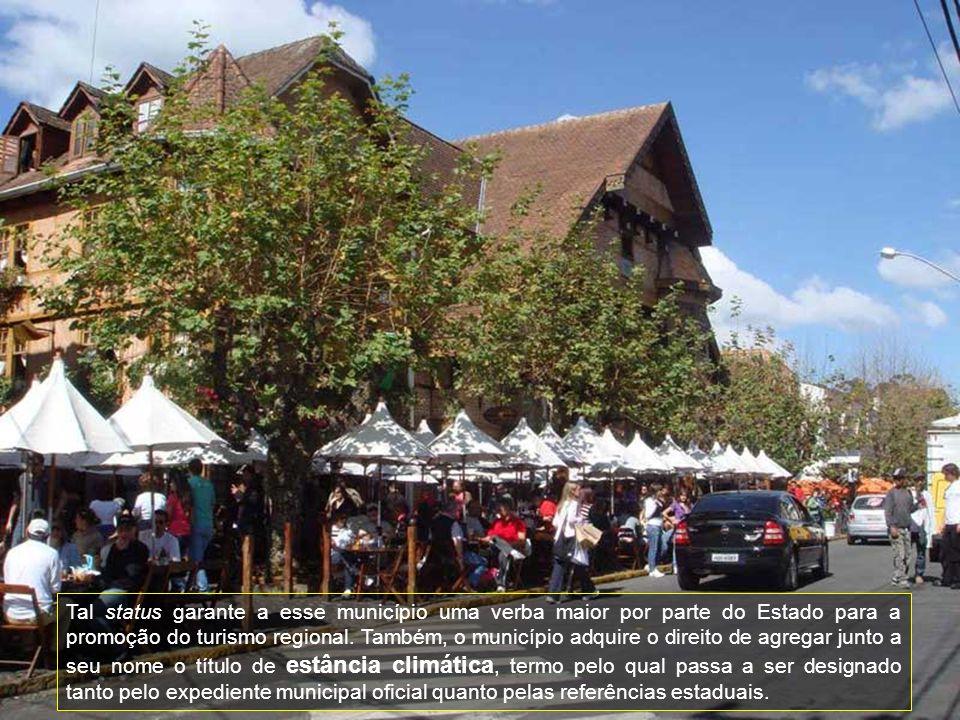 Ao passear pelas ruas, alamedas e jardins do Capivari, entendemos porque Campos do Jordão ficou conhecida como a Suíça Brasileira.