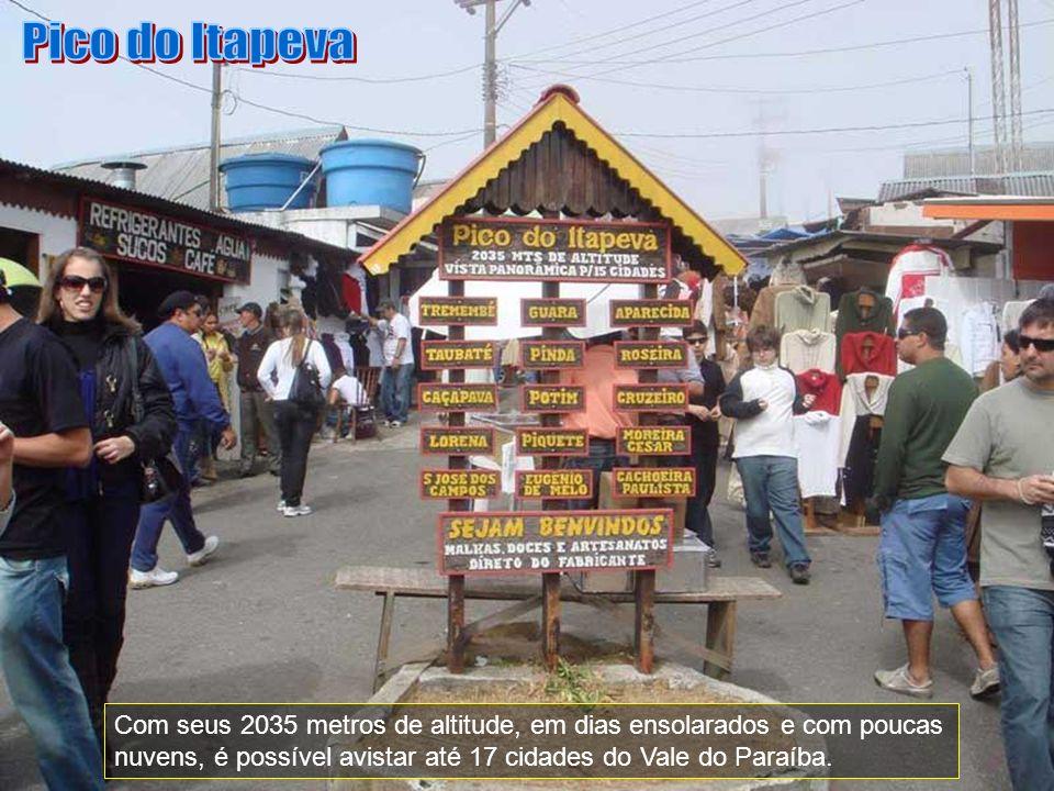 Um dos pontos mais altos do Brasil, o Pico do Itapeva, que na língua indígena quer dizer Pedra Chata, apesar de estar localizado no município de Pindamonhangaba, é considerado um dos principais pontos turísticos de Campos do Jordão, pois seu acesso é feito através desta cidade.