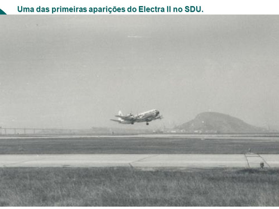 Um Douglas DC-6 é atendido no pátio. Ao fundo, um Scandia estacionado.