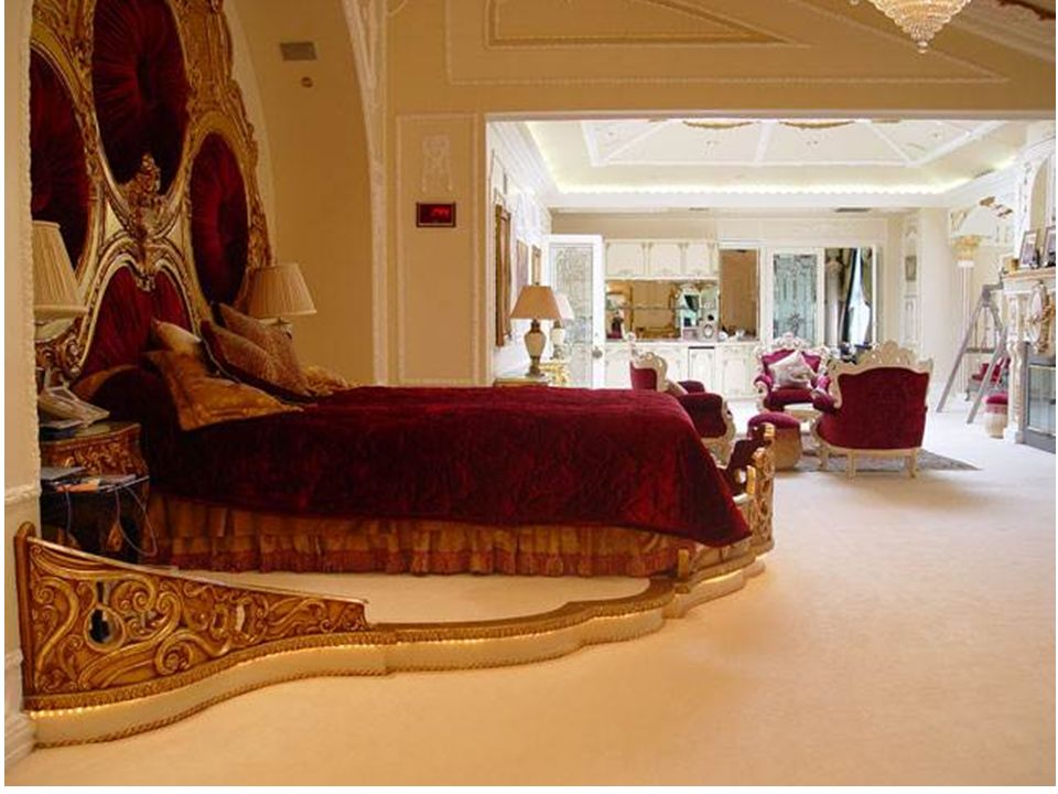 Já adivinhou? Mais uma pergunta: esta suntuosa mansão pertence a: 2 - um príncipe saudita ? Nota: continue vendo as fotos...