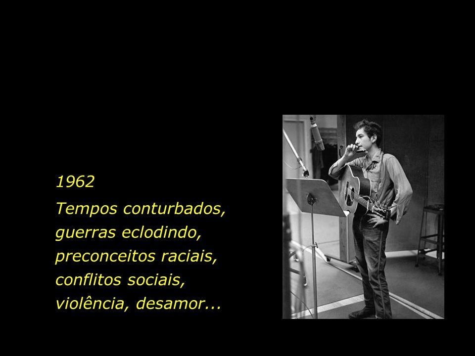 1962 O então jovem Bob Dylan, aos 21 anos de idade, compôs a canção Blowin in the Wind. Existe o canto e existe a canção...