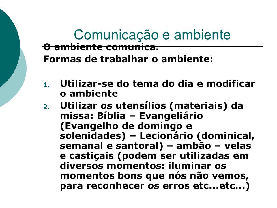 Comunicação e ambiente O ambiente comunica. Formas de trabalhar o ambiente: 1. Utilizar-se do tema do dia e modificar o ambiente 2. Utilizar os utensí
