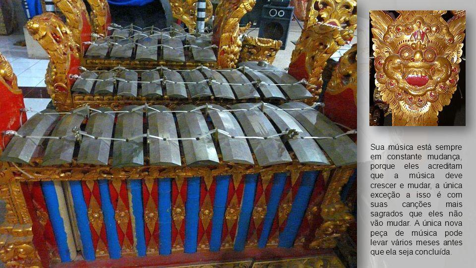 Os grupos de Gamelão de Bali estão mudando constantemente sua música, tendo peças mais antigas que conhecem e misturá-los juntos, assim como tentar no