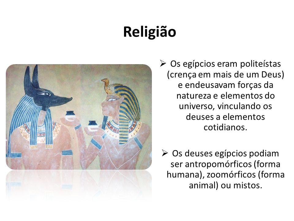 Religião Os egípcios eram politeístas (crença em mais de um Deus) e endeusavam forças da natureza e elementos do universo, vinculando os deuses a elem