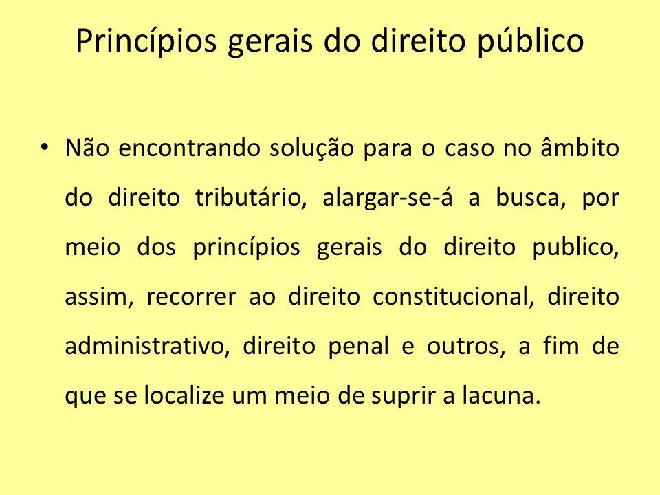 Princípios gerais do direito público Não encontrando solução para o caso no âmbito do direito tributário, alargar-se-á a busca, por meio dos princípio