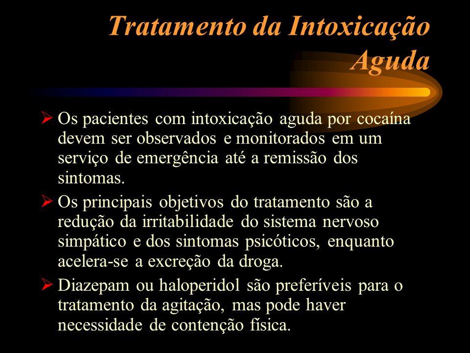 Tratamento da Intoxicação Aguda Os pacientes com intoxicação aguda por cocaína devem ser observados e monitorados em um serviço de emergência até a re