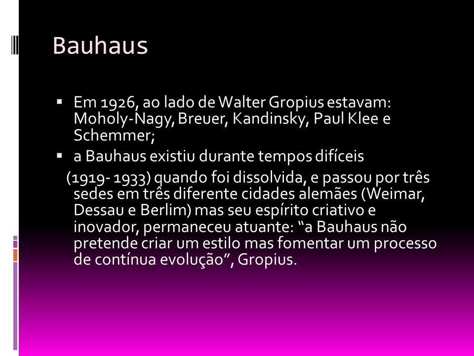 Bauhaus Em 1926, ao lado de Walter Gropius estavam: Moholy-Nagy, Breuer, Kandinsky, Paul Klee e Schemmer; a Bauhaus existiu durante tempos difíceis (1