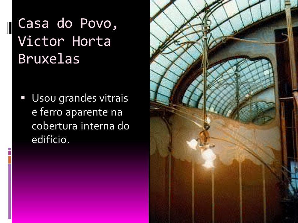 Casa do Povo, Victor Horta Bruxelas Usou grandes vitrais e ferro aparente na cobertura interna do edifício.
