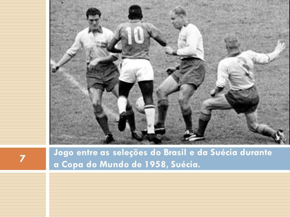 Jogo entre as seleções do Brasil e da Suécia durante a Copa do Mundo de 1958, Suécia. 7
