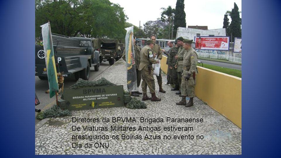 Diretores da BPVMA Brigada Paranaense De Viaturas Militares Antigas estiveram prestigiando os Boinas Azuis no evento no Dia da ONU.