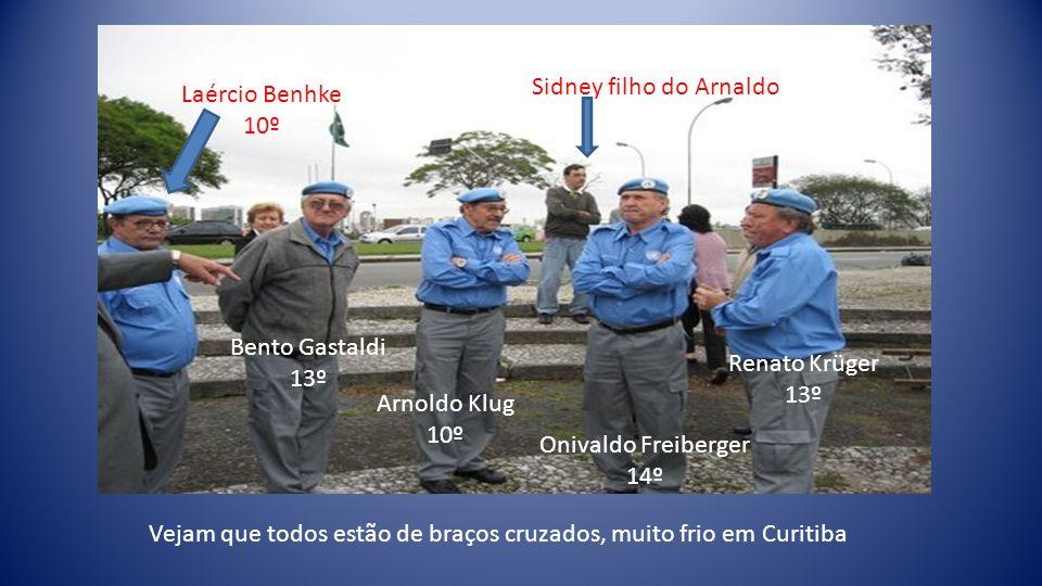 Laércio Benhke 10º Bento Gastaldi 13º Arnoldo Klug 10º Onivaldo Freiberger 14º Renato Krüger 13º Sidney filho do Arnaldo Vejam que todos estão de braços cruzados, muito frio em Curitiba