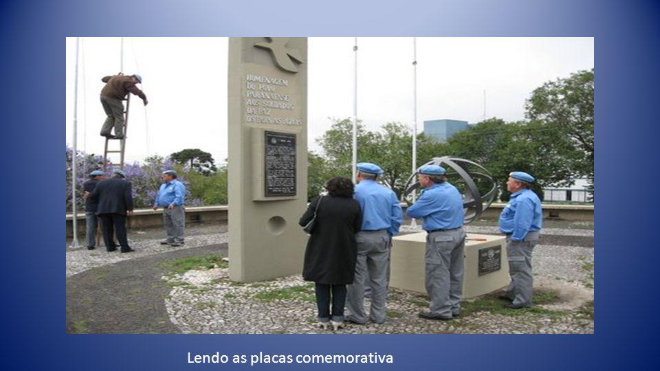 Lendo as placas comemorativa
