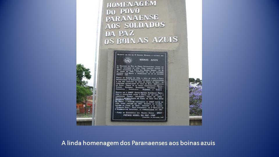 Boinas azuis e Autoridades antes Do início da Solenidade.