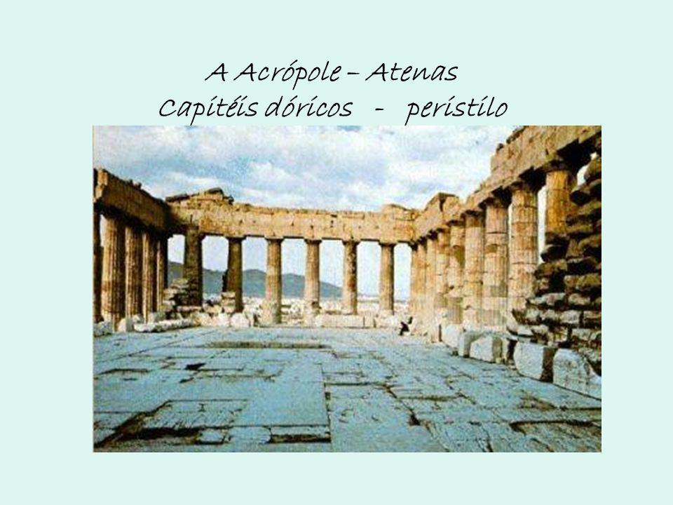 A Acrópole – Atenas Capitéis dóricos - peristilo