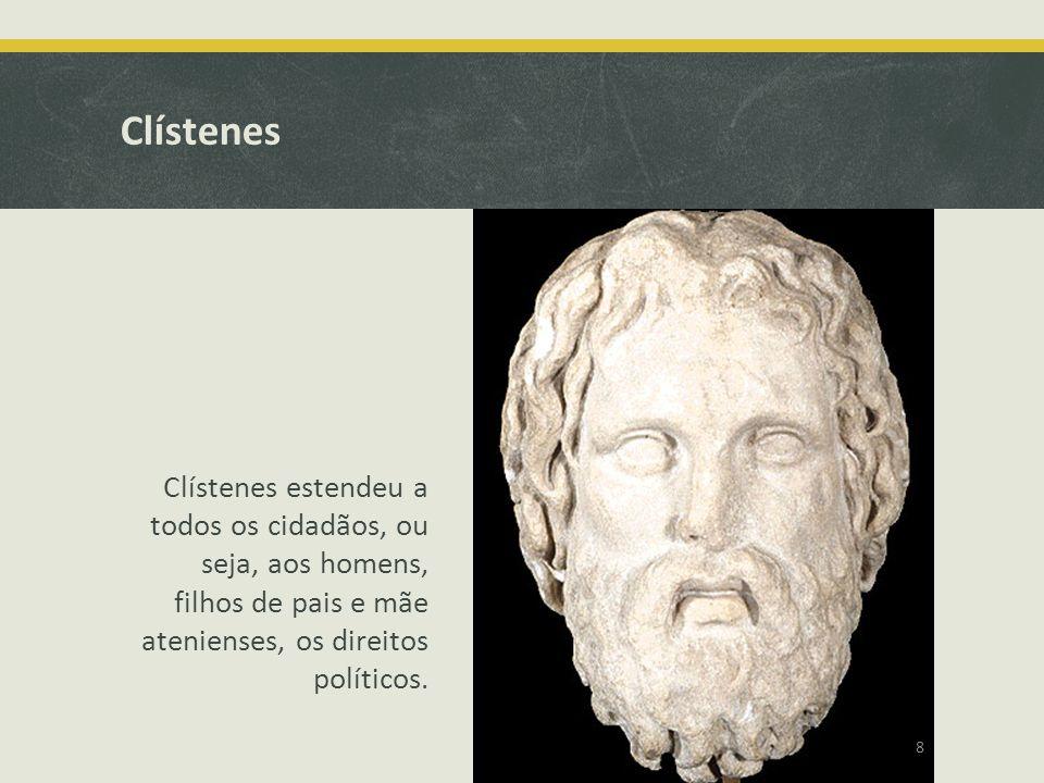 Clístenes Clístenes estendeu a todos os cidadãos, ou seja, aos homens, filhos de pais e mãe atenienses, os direitos políticos. 8